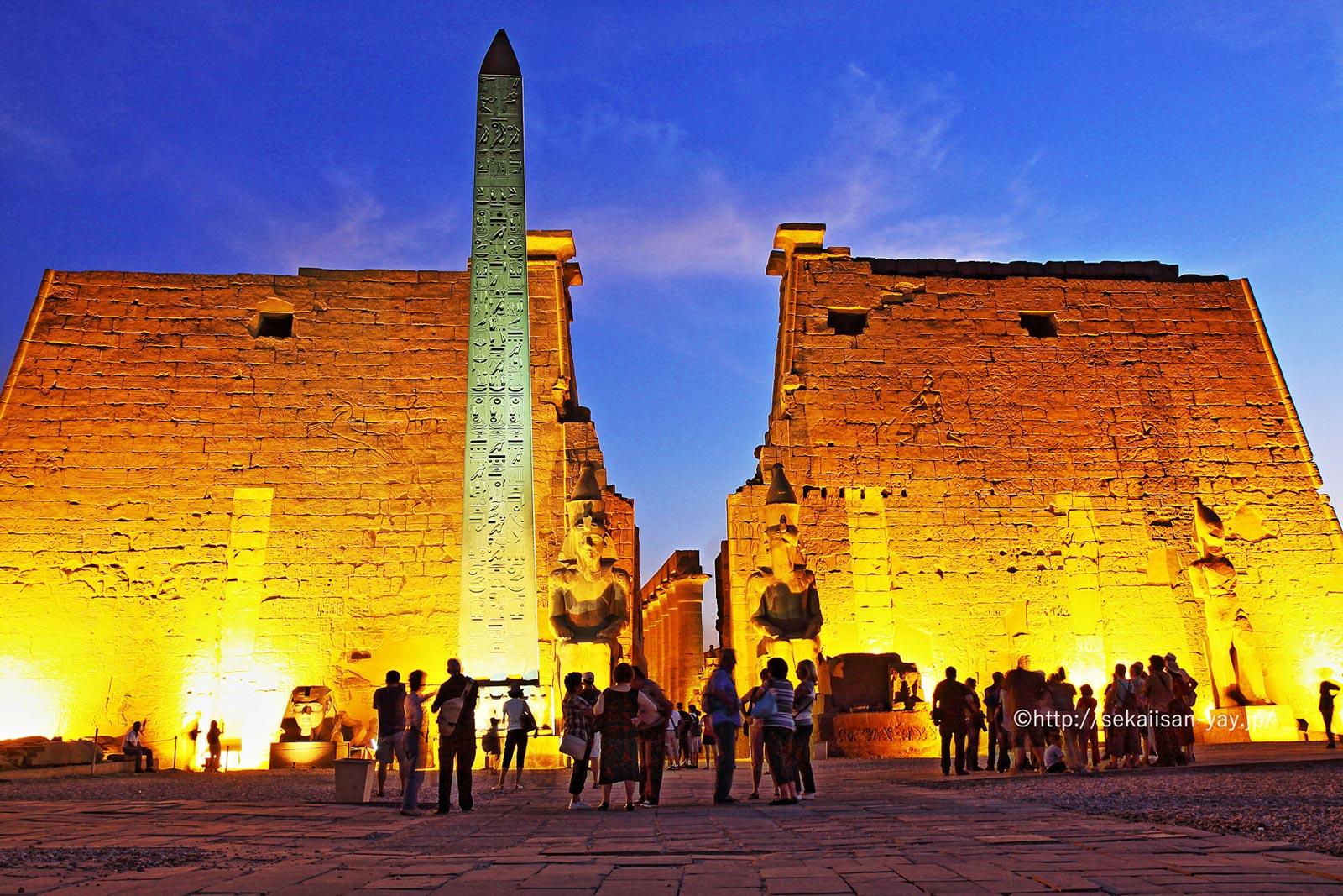 エジプト「古代都市テーベとその墓地遺跡」ルクソール神殿の夜景