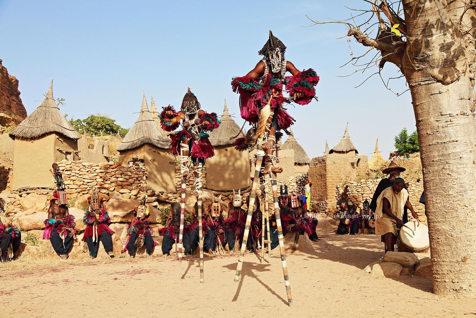 マリ「バンディアガラの断崖(ドゴン人の地)」ドゴンの仮面ダンス