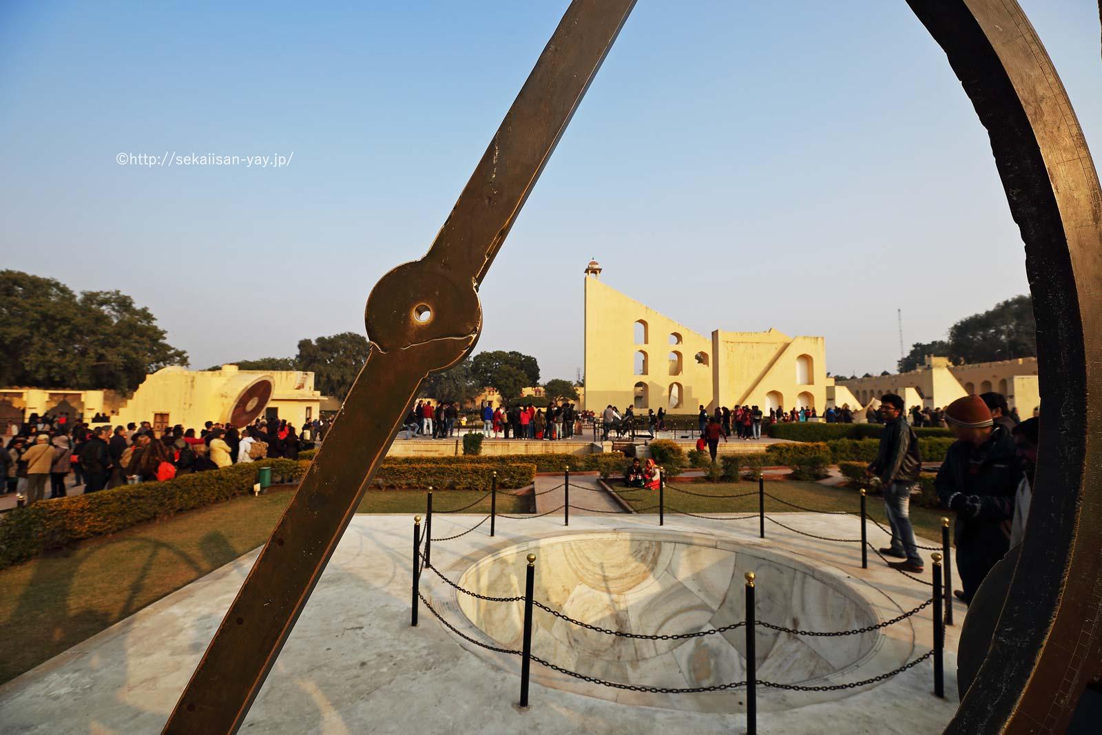 ジャイプールにあるジャンタール・マンタール-チャクラ・ヤントラ