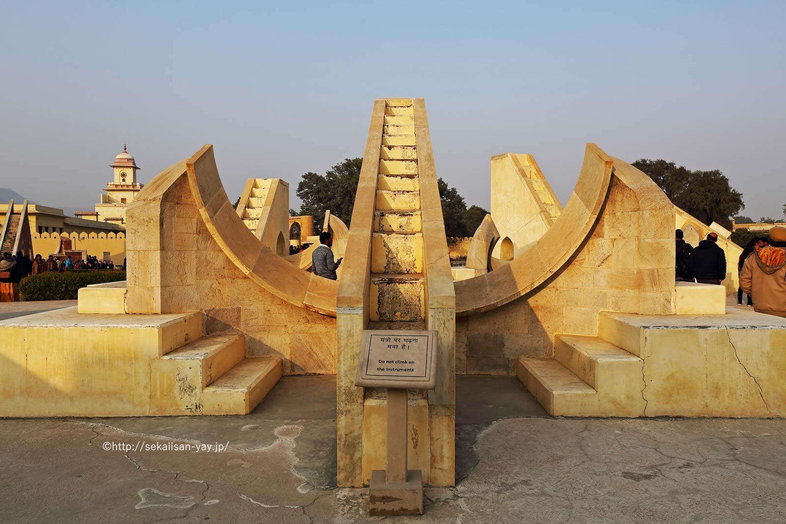 ジャイプールにあるジャンタール・マンタール-ラーシ・ヴァラヤ・ヤントラ