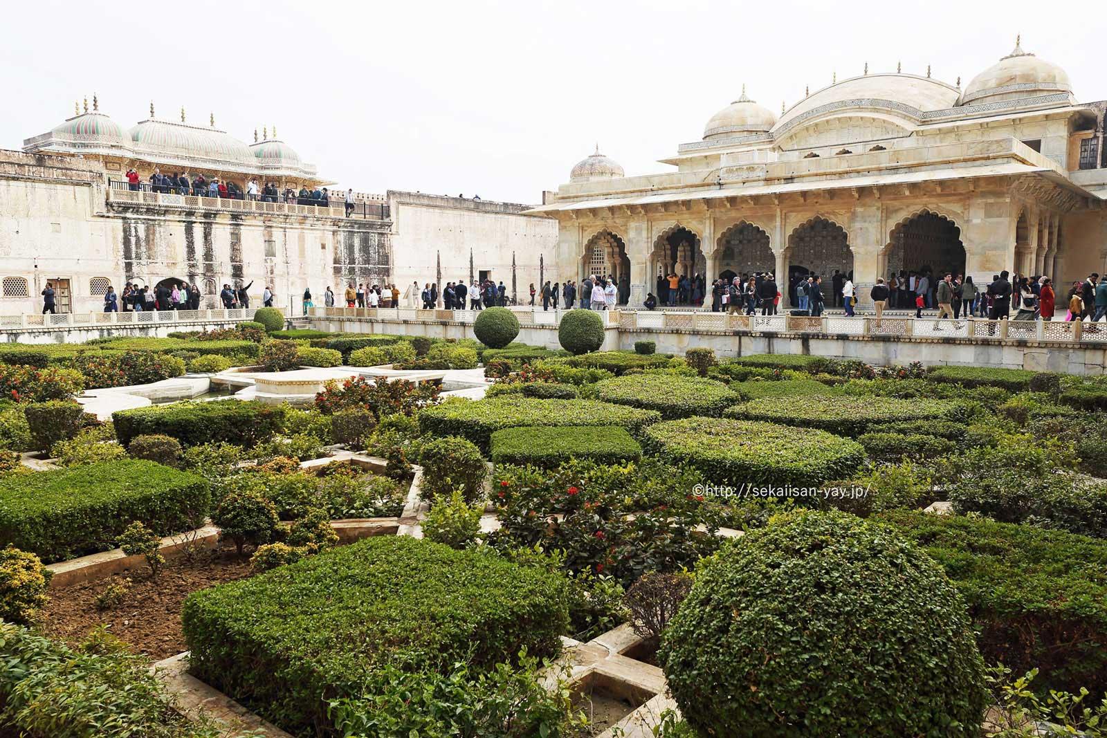 ラージャスターンの丘陵要塞群(ジャイプールのアンベール城) - 庭園と歓喜の間(スク・ニワース)