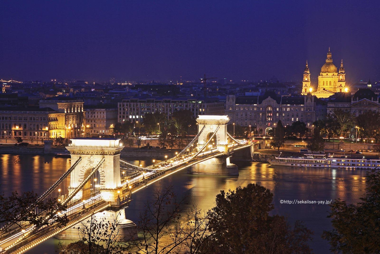 ハンガリー「ドナウ河岸、ブダ城地区及びアンドラーシ通りを含むブダペスト」- セーチェーニ鎖橋夜景