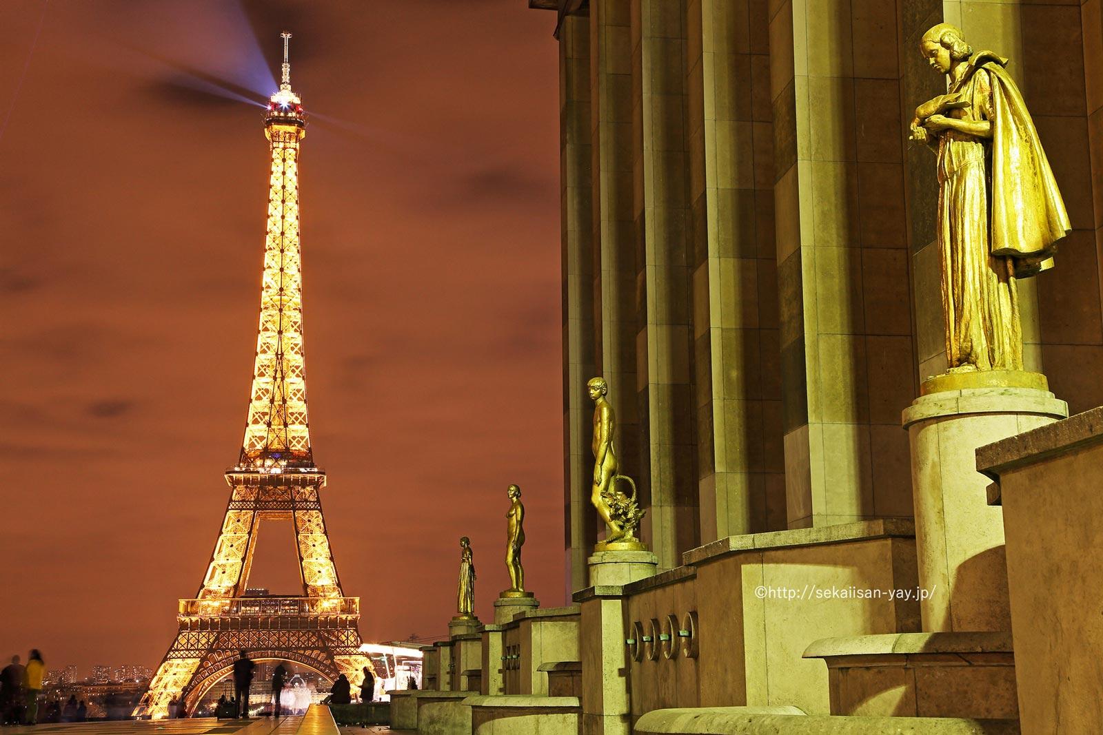 フランス「パリのセーヌ河岸」- エッフェル塔夜景