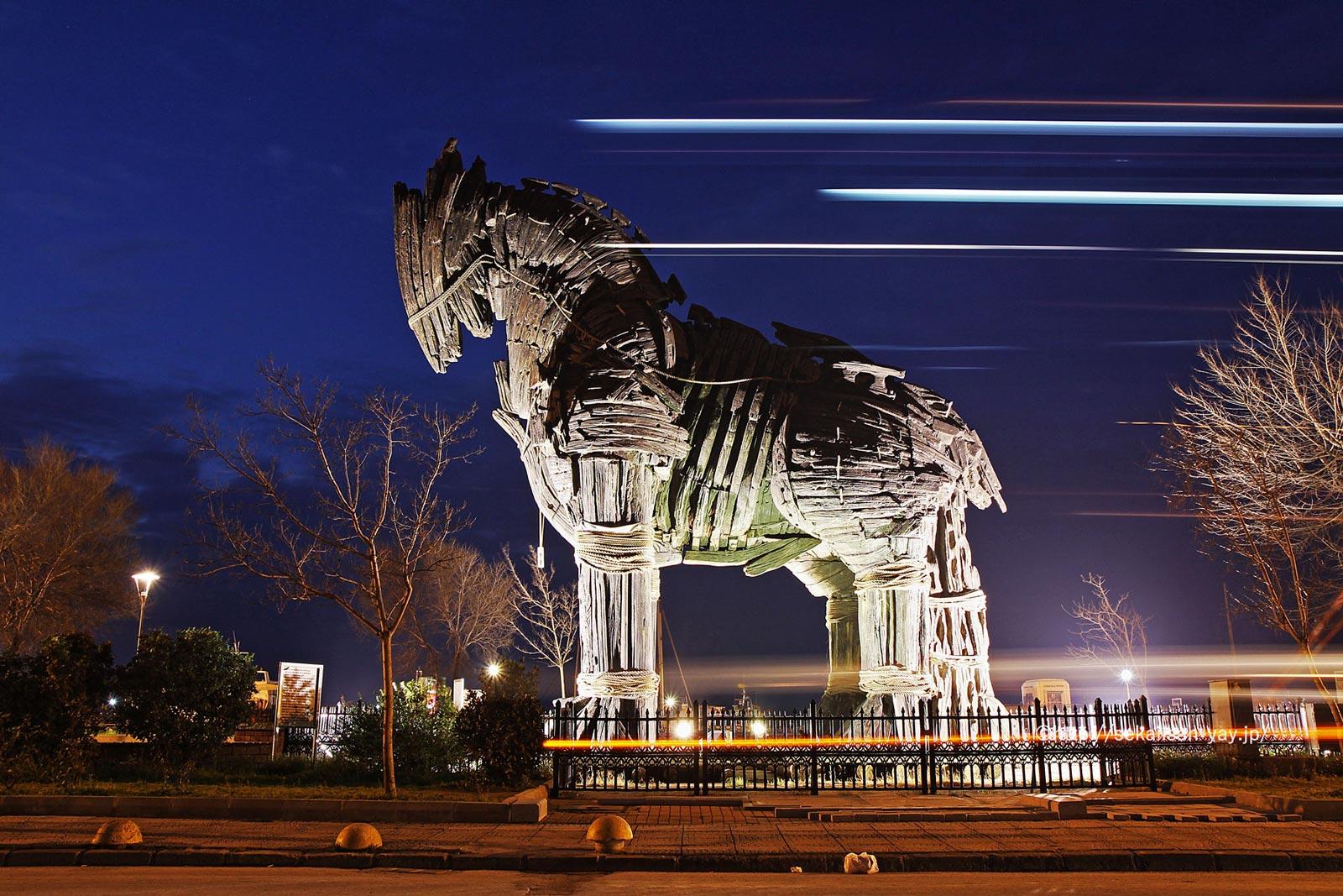 トルコ「トロイの古代遺跡」- 疾走する木馬